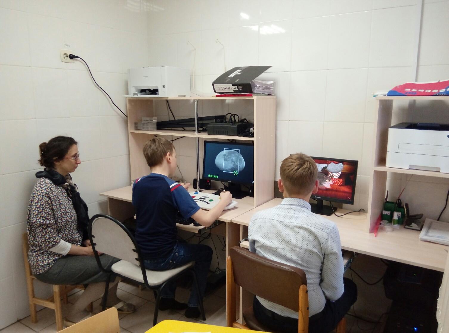 Занятия на компьютеризированном комплексе для психофизиологического тестирования и тренировки высших психических функций Шуфрид. Пермь, Центр комплексной реабилитации инвалидов.